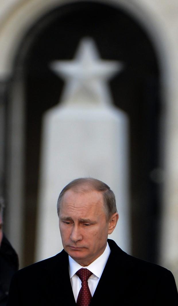 Putyin a Fiumei úti Nemzeti Sírkert szovjet katonai emlékhelyén