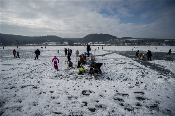 Befagyott a Pécsi-tó