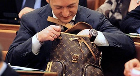 Váratlanul félbeszakadt Rogán táska árverése