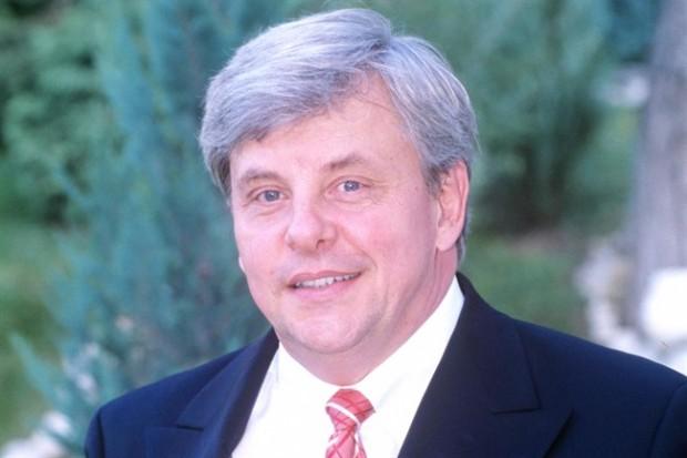 Elhunyt Básthy István