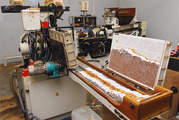 Európa legnagyobb illegális cigarettagyárát számolták fel Vecsésen