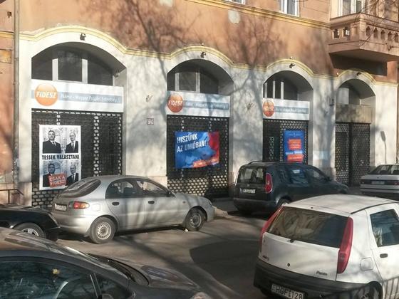 Putyinnal dekorálták ki a Fidesz-irodákat
