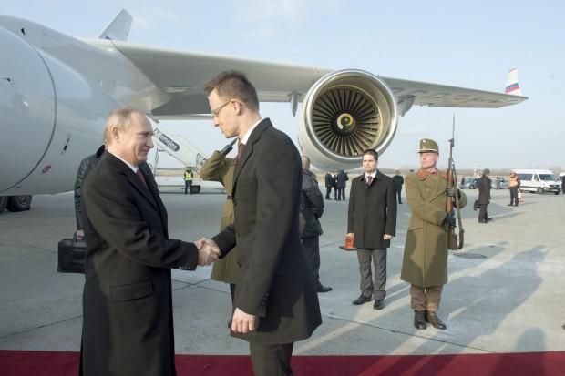 Máris itt az első meglepetés: Szijjártó magasabb, mint Putyin